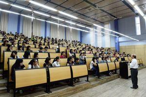 Một trường Đại học ở TP.HCM hào phóng nâng lương cho giảng viên vượt chuẩn về trình độ tiếng Anh
