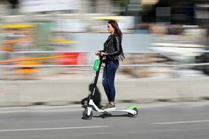 Madrid cấm xe tay ga chạy điện đi trên vỉa hè của thành phố