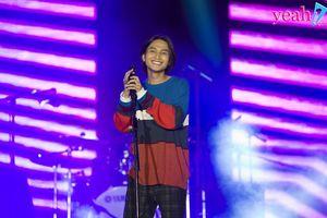 Chủ nhân hit 'HongKong1' lần đầu lên tiếng về màn hát live gây tranh cãi