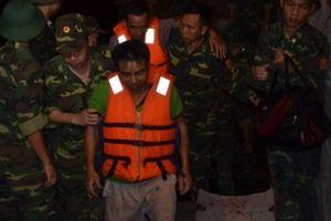 Kịp thời cứu sống 7 thuyền viên gặp nạn trên vùng biển Cát Bà