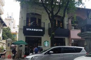 Truy tìm kẻ trộm laptop tại cửa hàng Starbucks ở TP.HCM