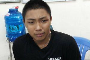 Tên cướp 18 tuổi bật khóc tại trụ sở công an sau khi dùng roi điện chống trả 'hiệp sĩ' ở Sài Gòn