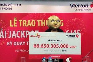 Nữ khách hàng Quảng Ninh lĩnh Jackpot Vietlott hơn 66 tỷ đồng