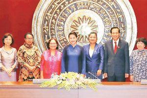 Chủ tịch QH Nguyễn Thị Kim Ngân tiếp Đoàn nữ Bộ trưởng ASEAN