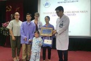 'Cậu bé người cóc' được xuất viện sau 10 ngày điều trị