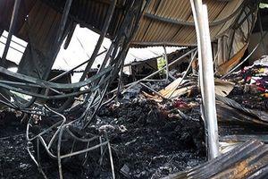 Kho vải cháy ngùn ngụt ở Nghệ An, thiệt hại hàng tỉ đồng