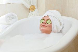 Tắm nước nóng vào ban ngày giúp duy trì sức khỏe tâm thần