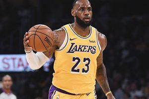 Chào mừng Kobe Bryant tại sân Staples, LeBron James cùng Los Angeles Lakers có được chiến thắng thứ hai