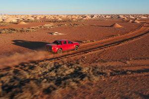 Lái Chevrolet Colorado đi tìm 'Ngọc mắt mèo' giữa hoang mạc Australia