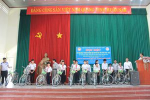 Vedan Việt Nam: 5 năm đồng hành với Hội Khuyến học trao học bổng cho hoc sinh có hoàn cảnh khó khăn