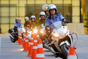 Mãn nhãn với màn điều khiển xe môtô 250 cm3 của các 'Nữ cảnh sát tương lai'