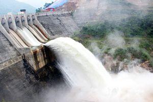 Nghệ An: Thủy điện Bản Vẽ hỗ trợ người dân vùng lũ gần 4 tỷ đồng