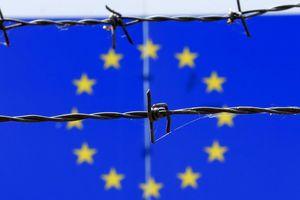 Loạt bất lợi 'bủa vây' kinh tế châu Âu