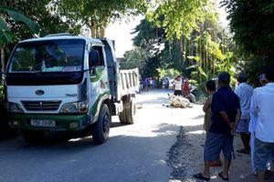 Xe máy va chạm ô tô tải, nữ giáo viên tử vong tại chỗ