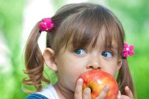 Vì 4 lý do này, trẻ em nên ăn táo nhiều hơn