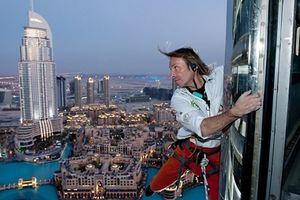 'Người nhện' Pháp tay không leo tháp cao tầng gây náo loạn London