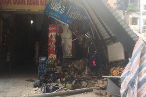 Hình ảnh mới cập nhật: Thi công khách sạn 6 sao Four Seasons Hà Nội làm đổ sập ngôi nhà sát cạnh Hồ Gươm