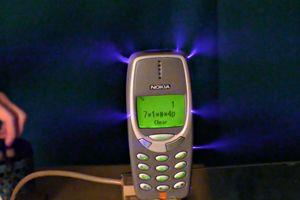 Điện thoại Nokia vẫn sống khi sạc dòng điện 1 triệu V