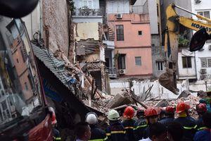 Nhà phố cổ giữa thủ đô bất ngờ đổ sập