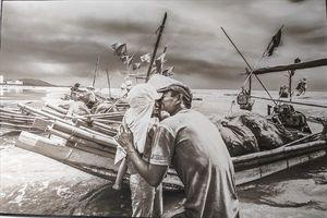 'Biển trong chúng ta' đẹp rạng ngời nhưng cũng đầy đau thương