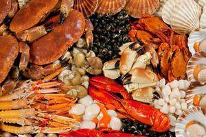 Trẻ 3 tuổi bị viêm da cơ địa có phải kiêng ăn hải sản?