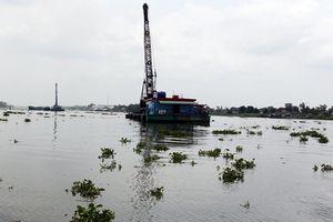 Đã tìm thấy thi thể hai mẹ con mắc kẹt trong sà lan bị chìm trên sông Hậu