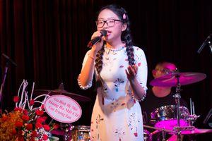 Phương Mỹ Chi lớn phổng phao hát hit của Như Quỳnh