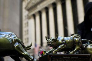 Dow Jones sụt gần 300 điểm