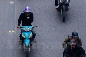 Dùng điện thoại khi lái xe, nguy cơ tai nạn giao thông cao gấp 4 lần
