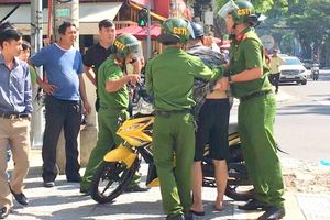Đà Nẵng: Phạt 1 triệu, tước bằng 2 tháng đối tượng đạp xe cảnh sát