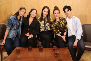 Tập 15 Just Love: Lắng nghe tâm sự của hai mẹ con Hoa hậu Thu Hoài và cùng khách mời chia sẻ về 'Come out'