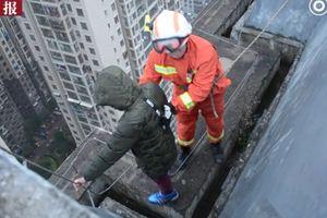 Cậu bé 8 tuổi định nhảy xuống từ tòa nhà 33 tầng vì... không muốn đi học