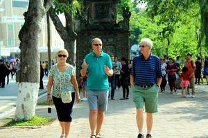 Việt Nam đón hơn 12,8 triệu lượt khách quốc tế trong 10 tháng