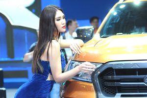 'Bỏng mắt' với dàn chân dài gợi cảm tại Vietnam Motor Show 2018