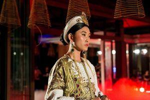 Tuồng truyền thống kể câu chuyện về thời trang Việt