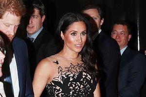Công nương Meghan Markle diện váy 13.000 USD sánh đôi bên chồng