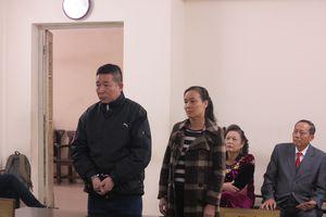 Vợ chồng giám đốc Phú Bình phải bỏ trốn vì vay nặng lãi