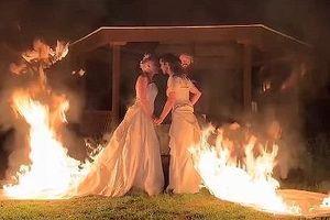 Sốc với cặp đôi đồng tính bốc cháy ngùn ngụt trong đám cưới