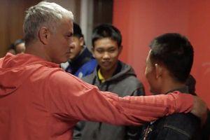 Đội bóng nhí Thái Lan được HLV Mourinho đón tiếp nồng nhiệt