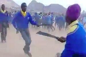 Học sinh Nam Phi chém nhau và nỗi lo bùng phát bạo lực học đường
