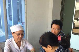 Tiến hành tư vấn và khám chăm sóc sức khỏe cho các nữ CNLĐ