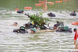 Mục kích cách bộ đội Việt Nam vượt sông với hỏa lực mạnh