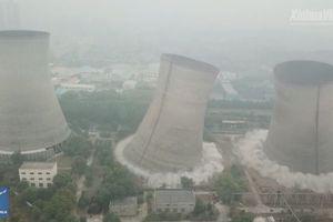Clip 3 tòa tháp của nhà máy nhiệt điện Trung Quốc bị đánh sập trong chớp mắt