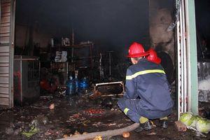 Cãi nhau với vợ, chồng châm lửa đốt nhà khiến 3 người bỏng nặng