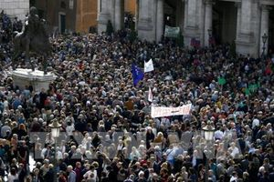 Hàng nghìn người dân Italy tập trung phản đối cơ sở hạ tầng xuống cấp