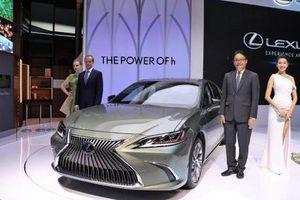 Lexus ES 2019 'lột xác' từ thiết kế cho tới động cơ