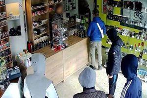 Ngây thơ nghe lời chủ cửa hàng 'chiều quay lại lấy tiền nhiều hơn', băng cướp bị cảnh sát tóm gọn
