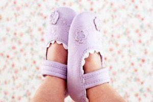 Thời tiết se lạnh có nên đeo bao tay bao chân cho trẻ sơ sinh thường xuyên?