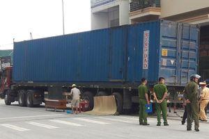 Cụ ông tử vong tại chỗ sau va chạm với xe đầu kéo container