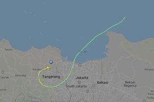 Máy bay chở khách Indonesia rơi xuống biển